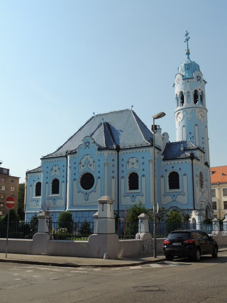 1-iglesia-azul-Bratislava-Viajohoy