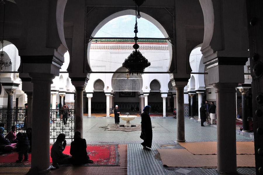 mausoleo-mulay-idris-patio Por que deberías visitar Fez – Marruecos
