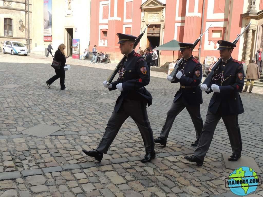 cambio-de-guardia (viajohoy) El Palacio Real de Praga