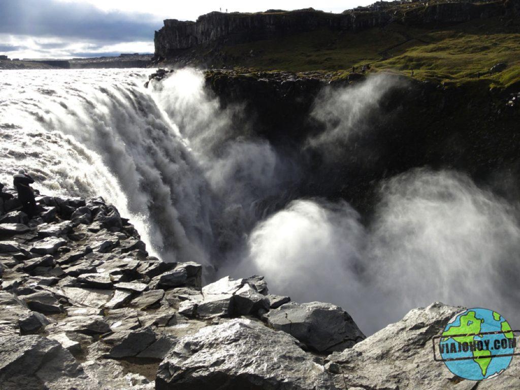 cascada-Hafragilsfoss-Islandia-viajohoy10 Grandiosas cascadas en Islandia