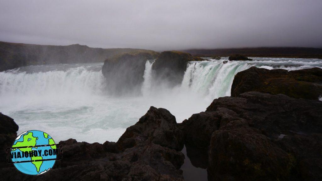cascada-godafoss-islandia-viajohoy36 Grandiosas cascadas en Islandia