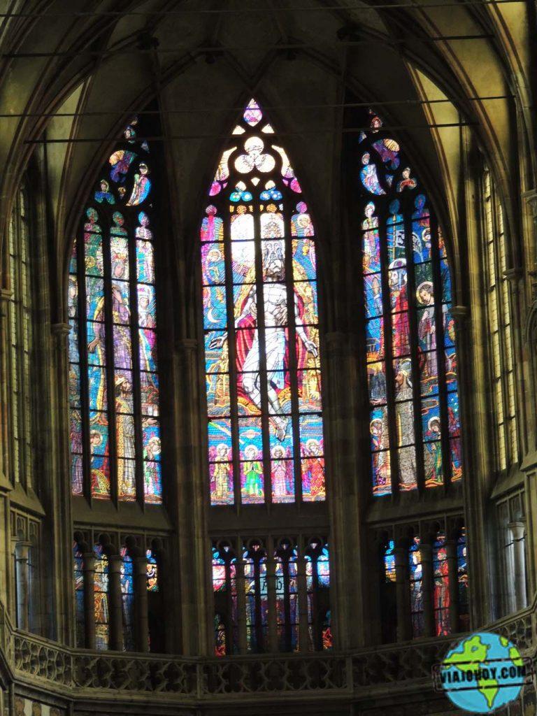 Vidrieras en el coro de la Cathedral de St. Vitus en Praga Catedral de San Vito – Visita a Praga