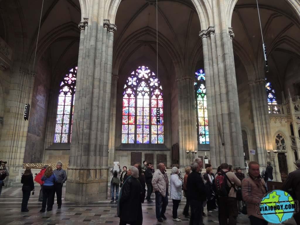 nave-centra-catedral-san-vito Catedral de San Vito – Visita a Praga