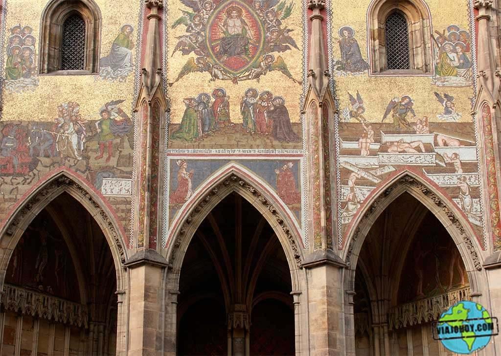 portal-dorado-catedral-san-vito-praga Catedral de San Vito – Visita a Praga