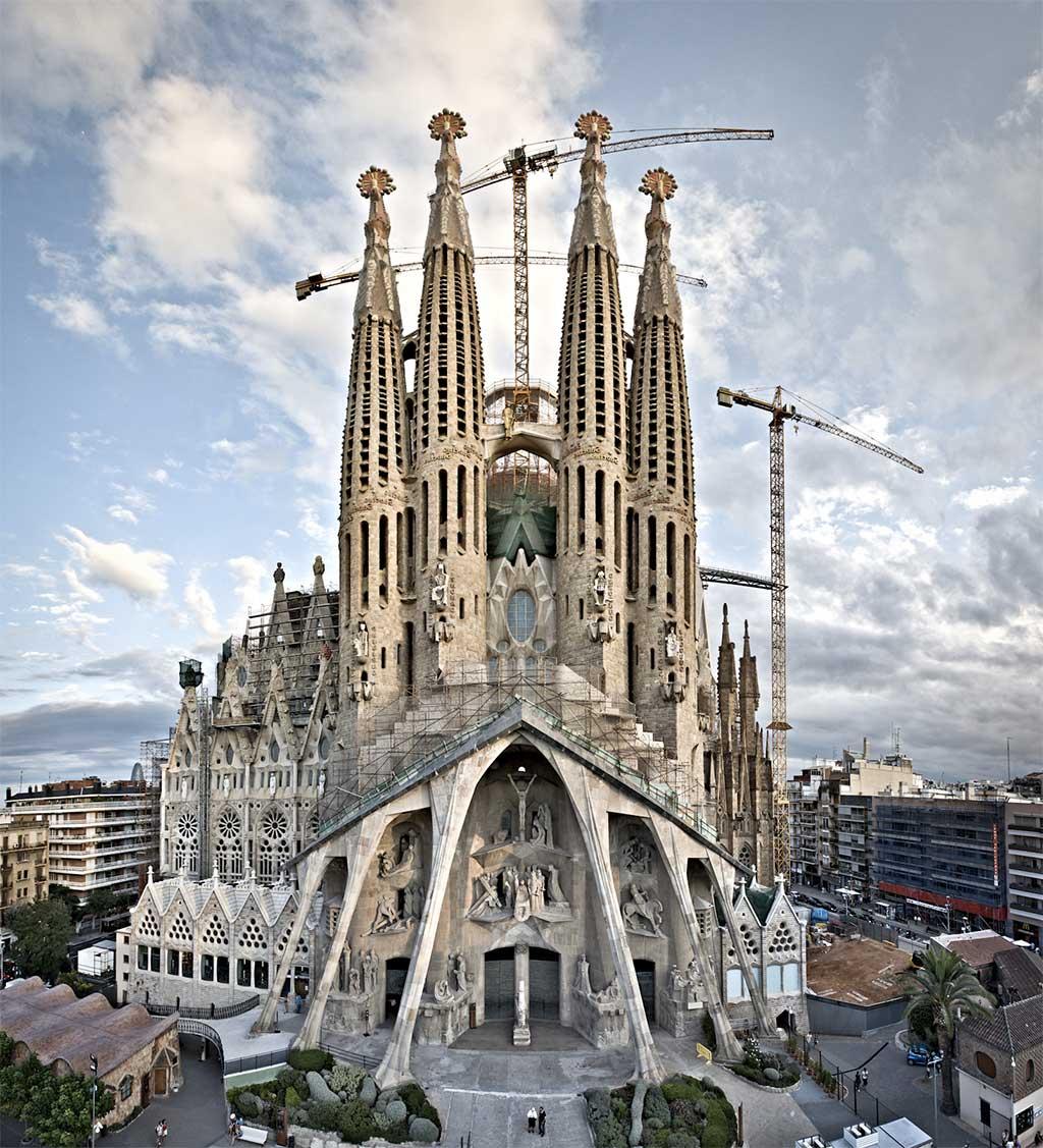 sagrada-familia Sitios para visitar en España