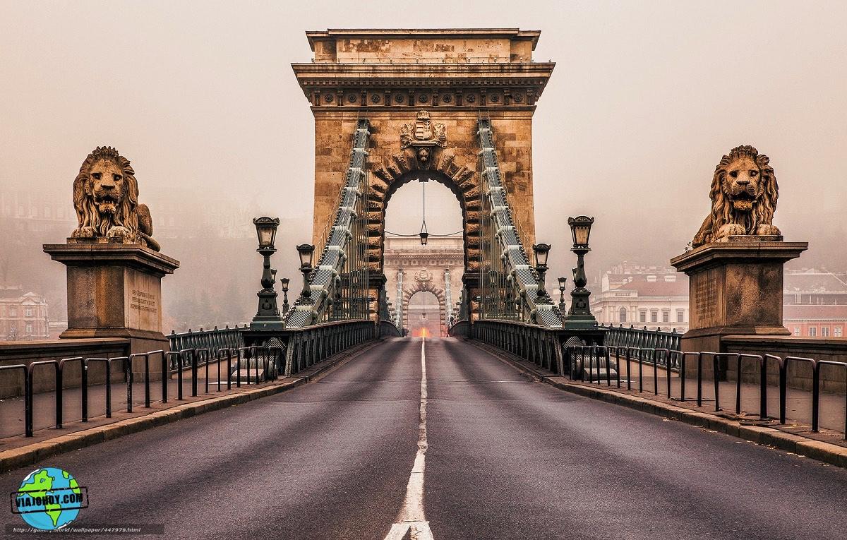El imponente Puente de las Cadenas de Budapest