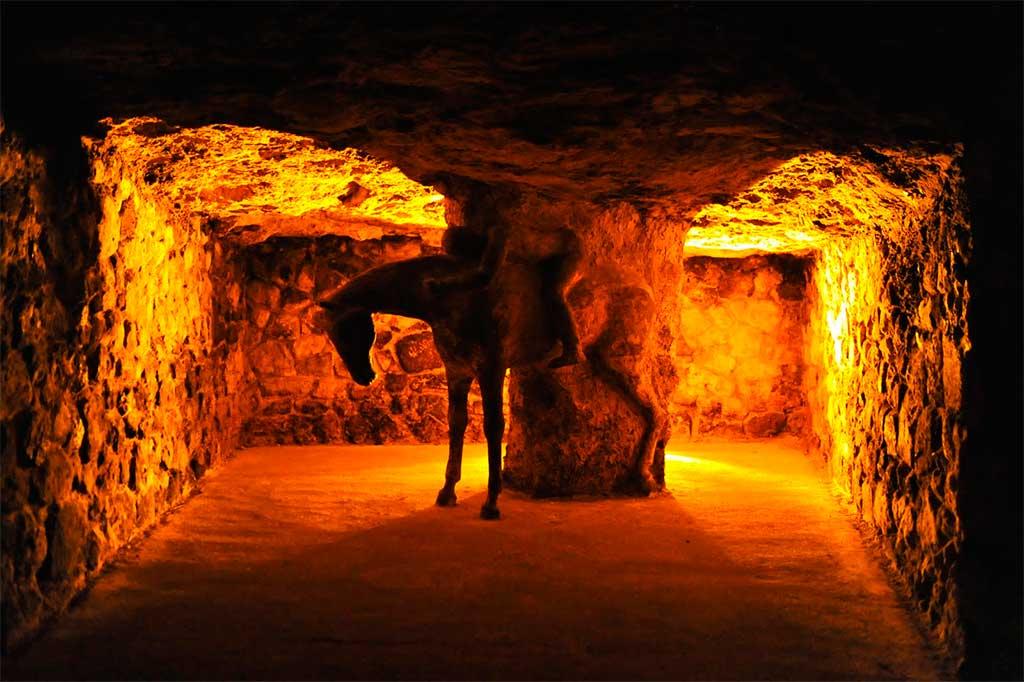 laberinto-bajo-templo-buda El laberinto subterráneo del castillo de Buda