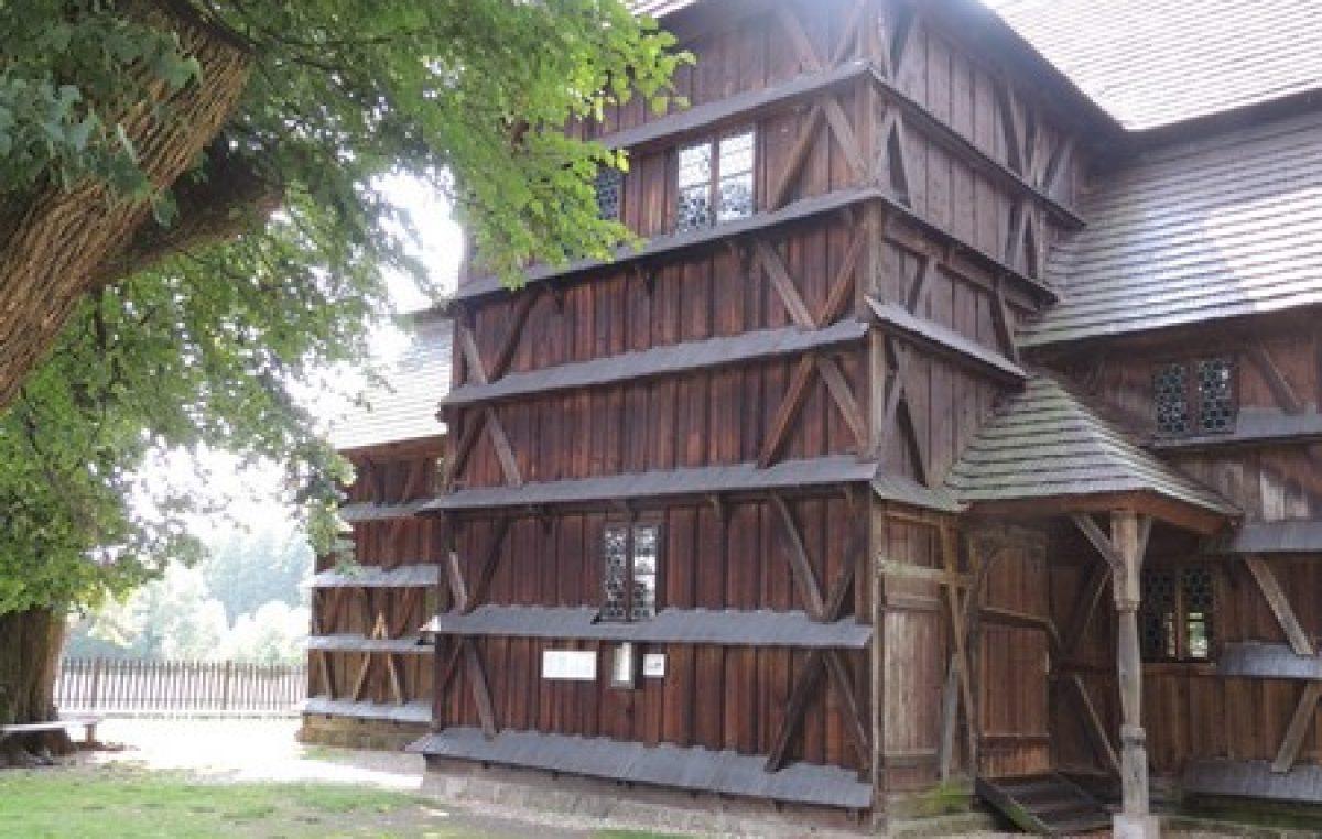 Iglesia de madera de Hronsek en imágenes